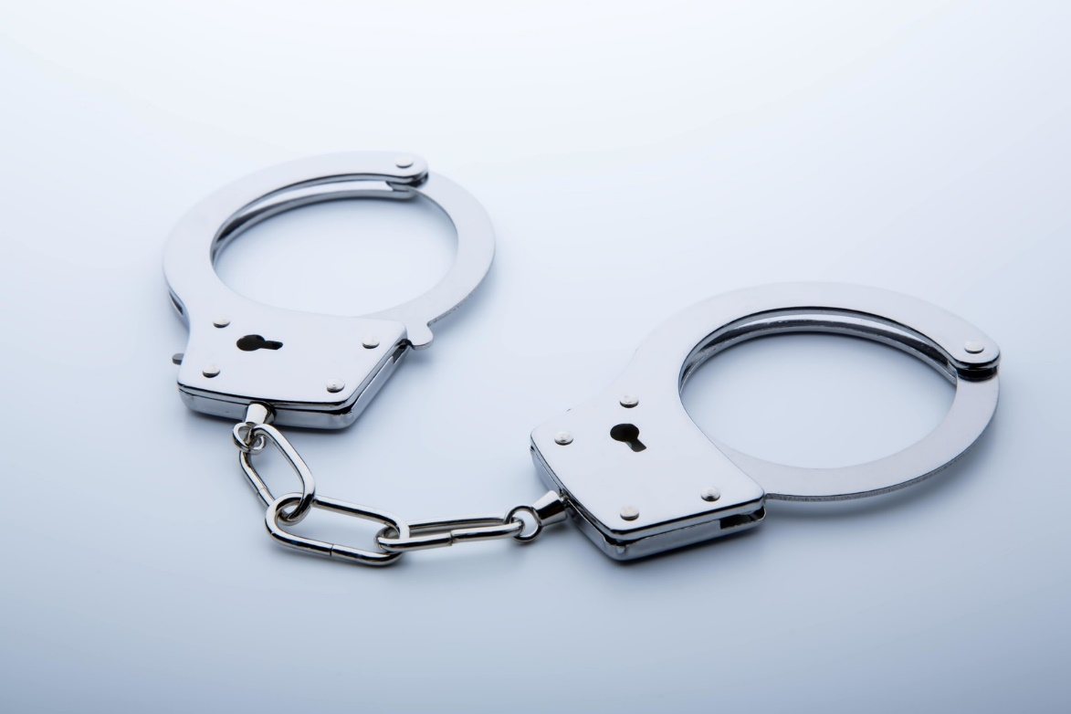 メルカリで偽物を出品して逮捕される人
